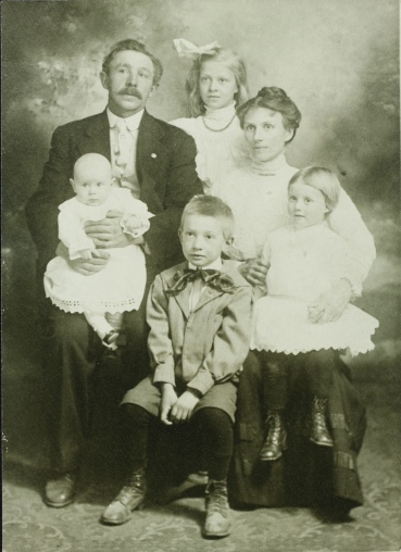 Elmer and family 1911